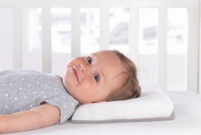 [新聞] 我的小孩什麼時候可以帶枕頭睡覺?