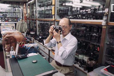 這位香港人花了60年的時間收集老式相機裝備